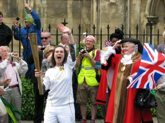 Mayor Welcomes Torch Bearer